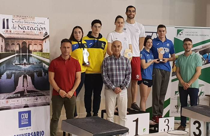 El mairena conquista el triunfo en el estreno del trofeo for Piscina ciudad universitaria